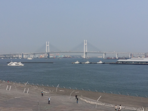 ダイヤモンド・プリンセスの船上から見た横浜ベイブリッジ
