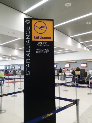 マイアミ国際空港のルフトハンザドイツ航空カウンター