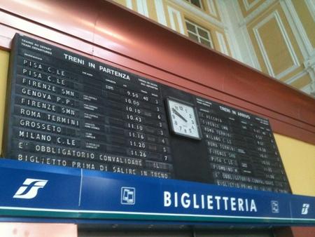 リボルノ駅の行き先表示