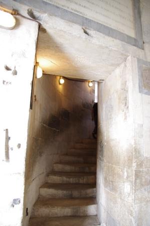 ピサの斜塔 内部の階段