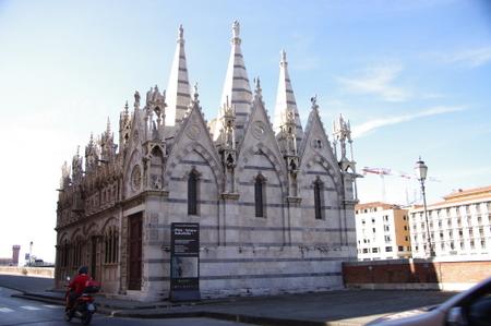 サンタ・マリア・デッラ・スピーナ教会