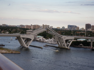 ポートエバーグレースの跳ね橋3