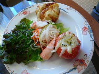 アラスカ産キングクラブのキッシュ、トマトとフォンターナチーズグラタン