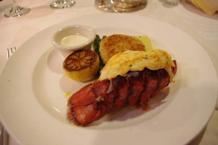 Broiled Lobster Tail and Louisiana-Style Crab Cakes(ロブスターとルイジアナ風クラブケーキ)