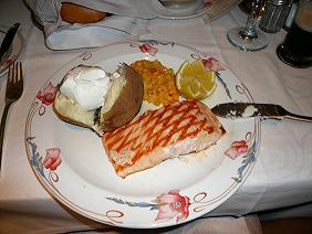 サーモンフィレのグリル レモンとハーブ風味