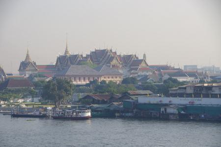 ワット・アルンから眺めた王宮