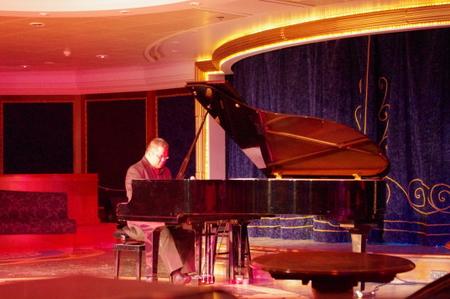 Manny Pantaによるピアノコンサート on オーシャンプリンセス
