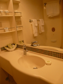 クラウンプリンセスのキャビン内バスルーム