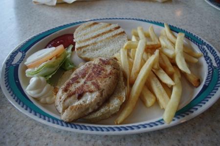 チキンバーガー on オーシャンプリンセス