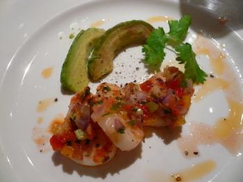 前菜:ペルー風ホタテのセビッチェとアボガド