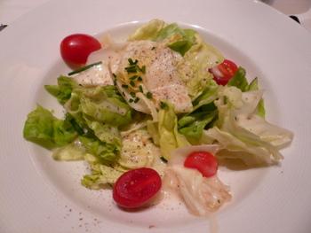 前菜:ベルギー産エンダイブとボストンレタス、トマトのサラダ