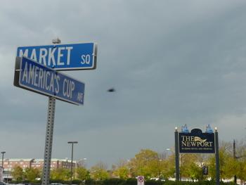 ニューポートの看板とストリートの標識