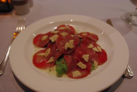 前菜:牛肉のカルパッチョ