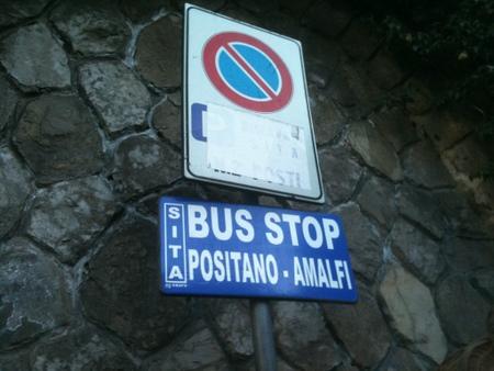 アマルフィ方面へのバスストップ