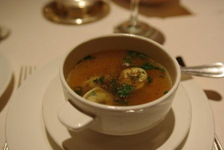 スープ:トルテリーニとほうれん草のスープ