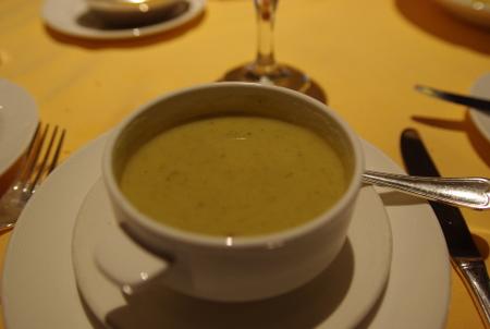 スープ:野菜のピューレと白豆のスープ