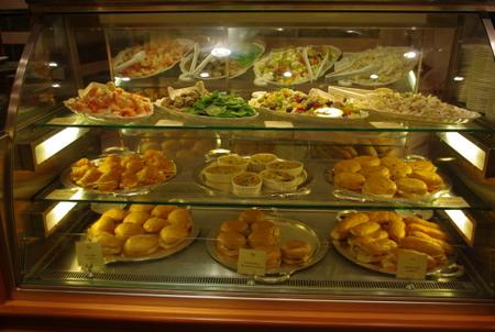 International Cafeのサンドウィッチ&サラダ