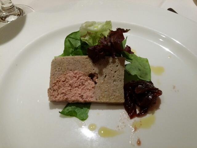 ウズラと鹿肉のテリーヌ ショウガ風味の赤タマネギと白タマネギのコンポート、ベビーリーフのベビーリーフ on ダイヤモンドプリンセス