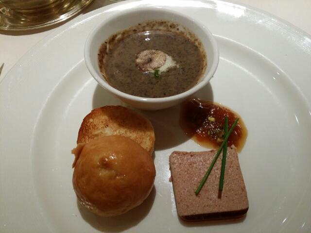 カモのテリーヌ、アプリコットのジャム ブリオッシュとポルチーニ茸のスープ(カプチーノ仕立て) ペスト、ガーリックチップ on ダイヤモンドプリンセス
