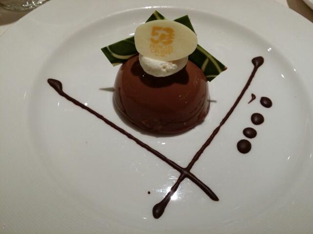 チョコレートピスタチオドーム アーモンドとピスタチオのヌガティーヌにのせて on ダイヤモンドプリンセス