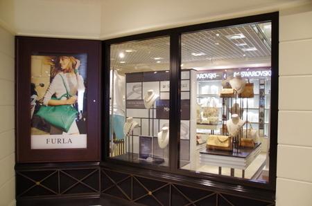 Azamara Journey Deck5 The Journey Shop.JPG