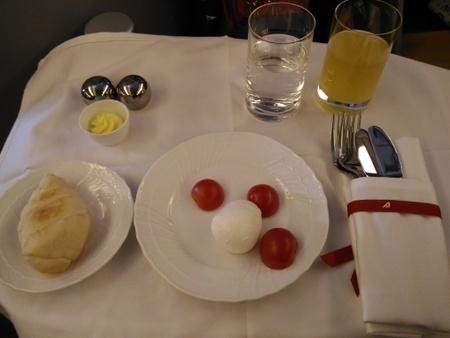 アリタリア航空 AZ784便 ビジネスクラスの機内食 (3).jpg