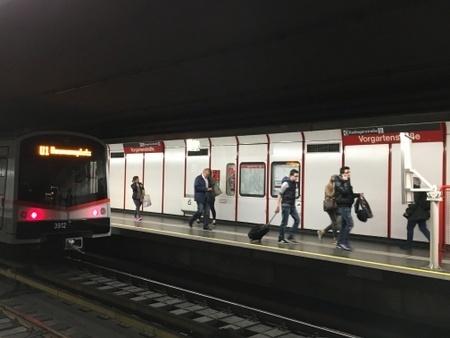 ウィーンの地下鉄.JPG
