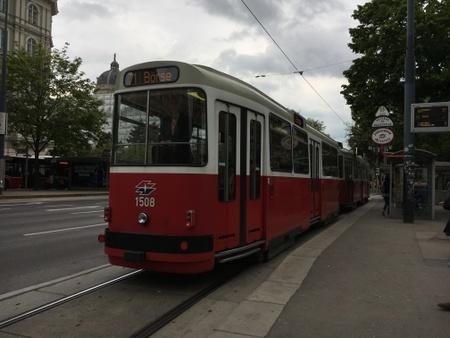 ウィーンの路面電車.JPG