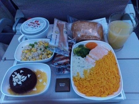 エミレーツ航空 EK015便の機内食 (1).jpg