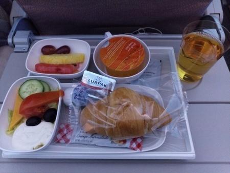 エミレーツ航空 EK015便の機内食 (2).jpg