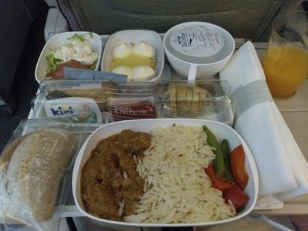 エミレーツ航空 EK162便の機内食.jpg