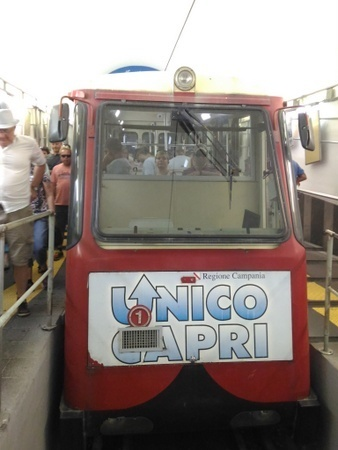 カプリ島のケーブルカー.jpg