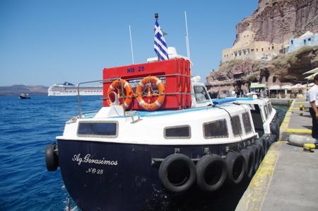 サントリーニ島のローカルボート.JPG