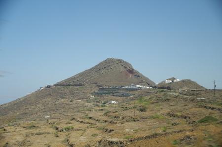 サントリーニ島の山.JPG