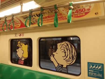 スヌーピーコラボの高雄の地下鉄