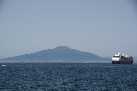 ソレント寄港中のアザマラ・ジャーニー.JPG