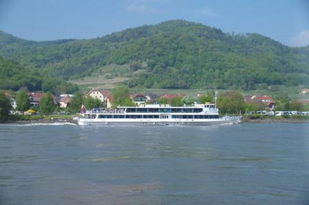 デュルンシュタインで見かけた船 (3).JPG