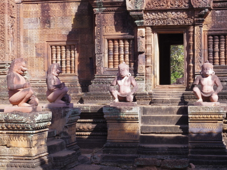 バンテ・アイスレイの守護坐像