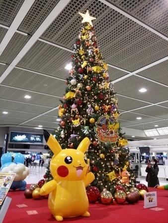 ポケモンのクリスマスツリー in 成田空港.jpg