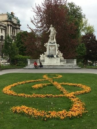 モーツァルト像.JPG