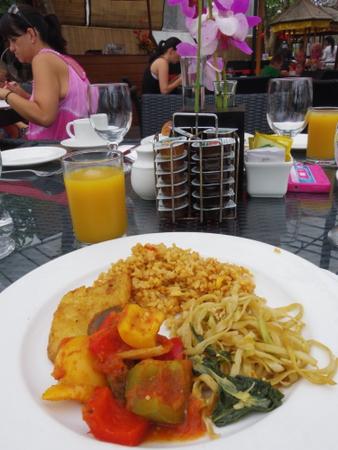 レギャンビーチホテルの朝食 1日目