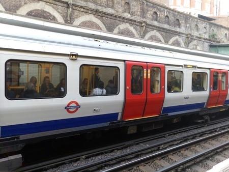 ロンドンの地下鉄.jpg