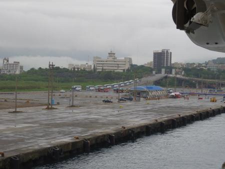 花蓮港に入港