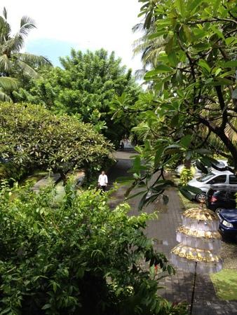 雨上がりのレギャンビーチホテル