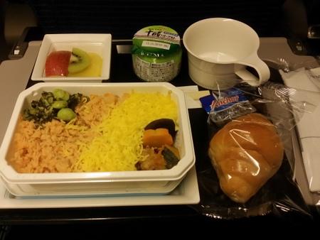 NH2便 到着前の機内食