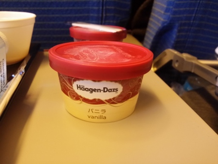 NH2便 成田離陸後の機内食