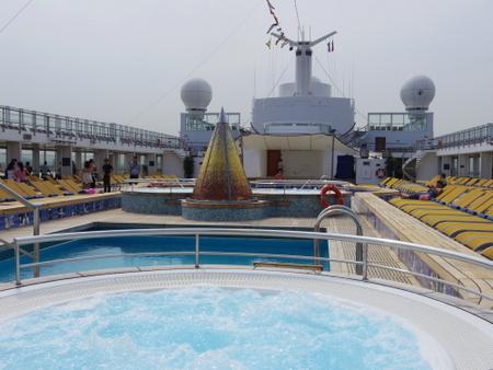 Pool on コスタビクトリア