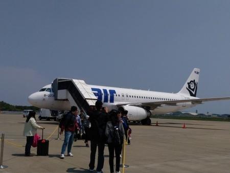 V-air ZV240便 at 茨城空港 (1).jpg